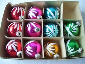 11 alte Weihnachtskugeln bunt in 5 Farben mit weißem Muster DDR Lauscha