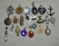 VINTAGE TO NOW ASSORTED MEDIUM LARGE SIZE PENDANT CHARM LOT MULTI COLOR