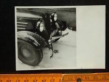 Autounfall, Unfallwagen um 1950. s-w-Abzug auf Agfa Brovira Photopapier