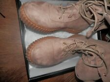 Windsor Size 7 Ladies Boots, Taupe, GL 160388, Good Pre Owned Condition