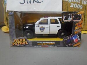 NIB OAKLAND POLICE DEPARTMENT 2010 CHEVY TAHOE SUV 1/32 HERO PATROL JADA