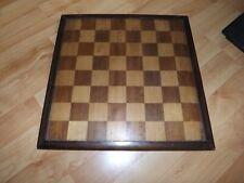 Schach- und Mühlespiel - Schachfiguren und Spielbrett - Holz - alt