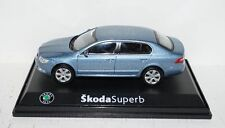 Skoda Superb Satin Grey Metallic 1:43 in PC und OVP Abrex (R1_5_22)