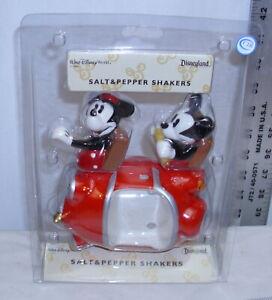 WALT DISNEY DISNEYLAND MICKEY & MINNIE MOUSE IN CAR SALT & PEPPER SET NEW IN BOX