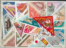200  verschiedene dreieckige Briefmarken  , Dreiecke , Triangels
