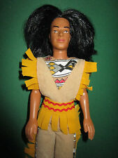 B354-ALTER BARBIE KEN INDIANER DOLL SIMBA TOYS IN KOMPLETTER ORIGINAL-KLEIDUNG