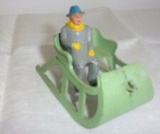 VINTAGE TOY BARCLAY GREEN LEAD METAL SLEIGH WITH MAN FIGURE