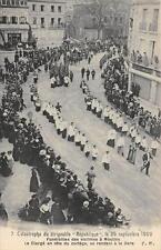 CPA 03 MOULINS CATASTROPHE DU DIRIGEABLE REPUBLIQUE 1909 FUNERAILLES DES VICTIME