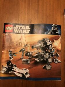 LEGO Star Wars Battle for Geonosis Set (7869) Two Pieces Are a Different Color