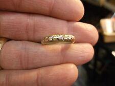 "VERY UNUSUAL OLDER VTG 10K YELLOW & WHITE GOLD "">>>>>"" ARROW WEDDING BAND/RING"