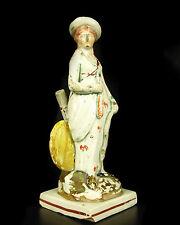 Statuette en faïence anglaise signée H: 18 cm English earthenware England XIX th