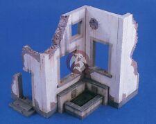 Verlinden 1/35 Battle Damaged Villa Section w/Small Fountain Pool [Diorama] 2417