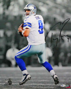 Tony Romo Autographed Dallas Cowboys 16x20 PF Photo BW Spotlight -Beckett W *Blk