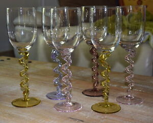 Verre à vin en verre soufflé, pied torsadé en verre étiré des années 70 / Venise