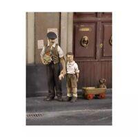 1/35 Resin Figure Model Kit WWII Civilian man with children Unassamble Unpainted