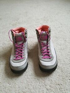 North Face boots womens size 6