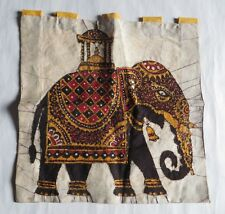 Tapisserie indienne – en soie – éléphants en broderies et fils dorés -