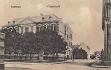 Rarität alte Foto AK Saarlouis Volksschule Gebäudeansicht und Straßenpartie