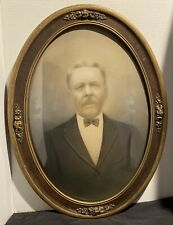 VINTAGE LARGE CONVEX BUBBLE GLASS OVAL PICTURE FRAME WITH PICTURE OF MAN