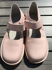 Chaussures filles, type babies. cuir rose pâle, p 32