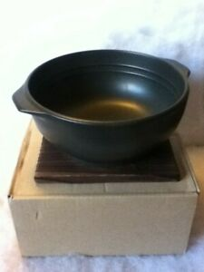 Hinomaru Collection Ceramic Stovetop Pot Bowl with Handle and Wood Base Casserol