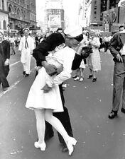 VJ Day Kiss in Times Square 1945