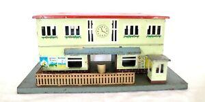 AC1945:Vintage Kibri or similar 0/1 Gauge Station on Platform