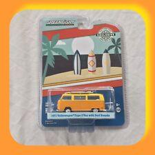 Greenlight 1:64 Hobby Exclusives 1971 Volkswagen Type 2 Van with Surf Boards