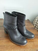 CLARKS Ladies Black Leather Ankle Boots Size UK 7.5 Active Air