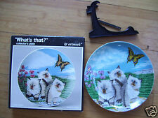 """Porcelain Artmark 3 Siamese Cats collector 8"""" plate Box & Stand Mint Condition"""