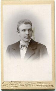 Orig. Pappfoto KOPENHAGEN Atelier Georg Lindström, junger Mann, Anzug um 1900