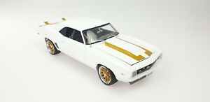 1:18 White Exclusive 1969 Chev Camaro Street Fighter