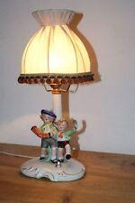 Bezaubernde alte figürliche Tischlampe aus Porzellan mit musizierenden Kindern
