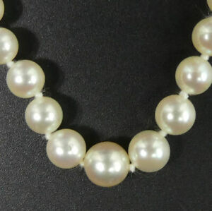 VINTAGE CULTURED GRADUATED PEARL NECKLACE WITH 9 CT WHITE GOLD CLASP - 8 GRAMS