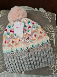 Girls Bobble Hat Grey,pink age 3-6 years monsoon happy 😊to combine postage