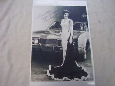 1967 OLDSMOBILE WITH MISS AMERICA   11 X 17  PHOTO  PICTURE
