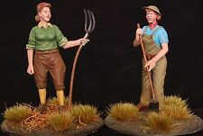 "1/35 Scala kit in resina - 1940's ""scavare per la Vittoria"" 2 Figure Set Land Army Ragazze"