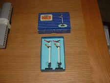 HORNBY DUBLO 2 DOUBLE ARM UPPER QUADRANT HOME & DISTANT SIGNALS 00 Gauge
