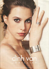 Publicité  2009  Dinh van joaillier bague bracelet collier collection seventies