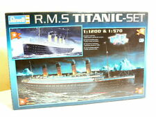 Revell 05705 Paquebot R.M.S. TITANIC , 2 Kits 1:1200 + 1:570