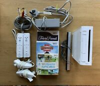 Nintendo Wii Console - All Leads, 2 Controllers, 2 Nunchucks & 3 Games