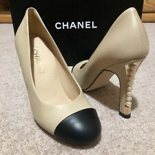 $950 CHANEL Two-Tone Pearl Heels Pumps Beige Black Cap Leather Classic SZ 8.5 39