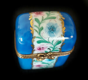 Limoges Box Classic Blue Snuff with Flowers and Gold Lot 1202