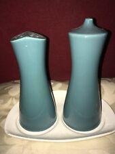 Elegante Poole Pottery 1970 S SALE E PEPE BLU con una base bianca