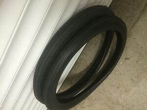 Lot 2 pneus Solex 1400 au 3800