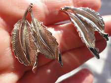 Vintage signed CORO Pat pend silverplated duo leaf 16gram screwback clip earring