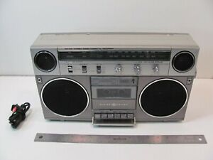 VINTAGE GE GENERAL ELECTRIC MODEL 3-5257A BOOMBOX CASSETTE PLAYER AM FM WORKING