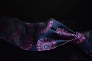LNWOT Paul Smith Italy Navy Satin Pink Feathered Big Roundel Medallion Silk Tie