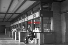 PHOTO  NETHERLANDS AMSTERDAM TRAIN 1978 AMSTELSTATION CK BY BOOKING OFFICE