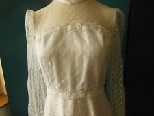 B11 ancienne robe de mariée vintage dentelle sans doute une taille 36